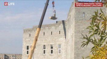 Строители прокомментировали видеозапись с рабочим, катающемся на кране в Нижнем Тагиле (ВИДЕО)