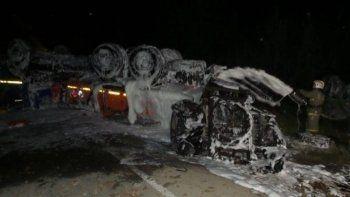 Под Екатеринбургом перевернулся бензовоз. Горючее вылилось на проезжую часть