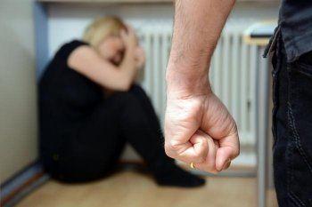 В Новосибирской области коллекторы изнасиловали женщину и избили её родных