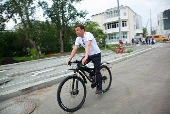 Евгений Куйвашев выставил на аукцион свой велосипед с начальной ценой 300 тысяч рублей