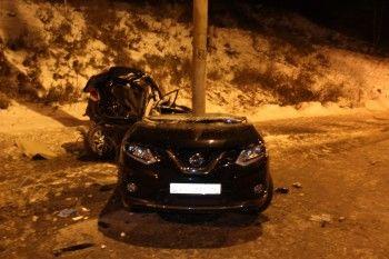 В Нижнем Тагиле водитель Nissan погиб после удара автомобиля об столб