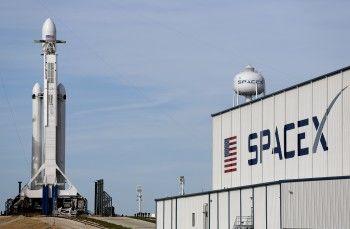 SpaceX запустила Falcon Heavy с автомобилем Tesla на борту к орбите Марса