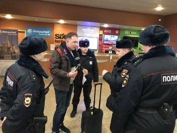 ВШереметьево задержали директора ФБК Романа Рубанова