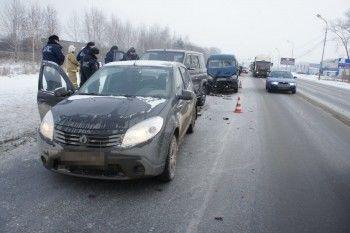 ГИБДД Нижнего Тагила устанавливает обстоятельства массового ДТП на Восточном шоссе
