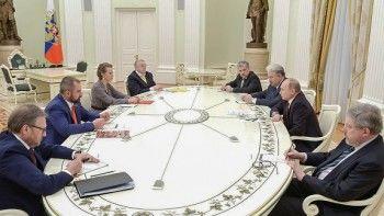 Собчак попросила Путина помиловать 16 политзаключённых