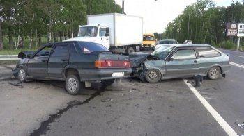 На Южном подъезде к Нижнему Тагилу в ДТП из трёх машин пострадали два человека (ФОТО)