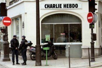 Французский журнал Charlie Hebdo опубликовал карикатуры на катастрофу российского самолёта в Египте (ФОТО)