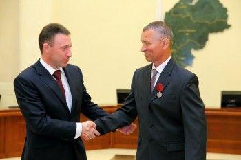 Игорь Холманских вручил ордена тагильчанам