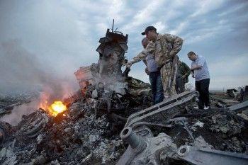 Авиакатастрофа с участием малайзийского «Боинга-777» под Донецком (ФОТО)