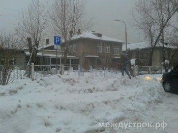 По колено в снегу