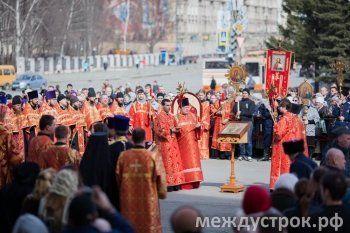 Встреча благодатного огня и крестный ход (ФОТО)