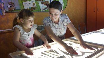 Аниматор мультфильма «Илья Муромец и Соловей-Разбойник» учит тагильских детей рисовать песком