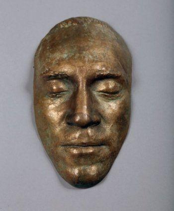 Владелец небоскрёба в Екатеринбурге купил посмертную маску Высоцкого за 55 тысяч евро
