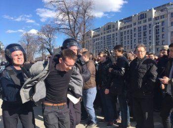 Полиция применила перечный газ на Пушкинской площади в Москве (ВИДЕО)