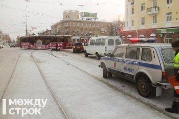 В Нижнем Тагиле авария парализовала трамвайное движение в центре города (ФОТО)