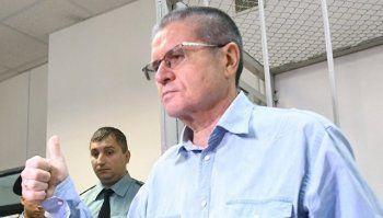 Экс-министр Улюкаев пришёл на заседание суда с романом Кафки