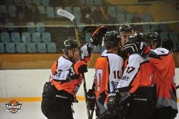 «Спутник» разгромил казанский «Барс» и вышел в лидеры «Кубка Уралвагонзавода»