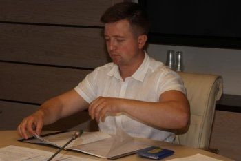Первый кандидат в свердловские губернаторы сдал подписи в избирком