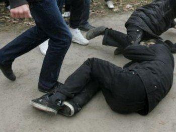В Нижнем Тагиле банда подростков ограбила и избила двух мужчин (ВИДЕО)