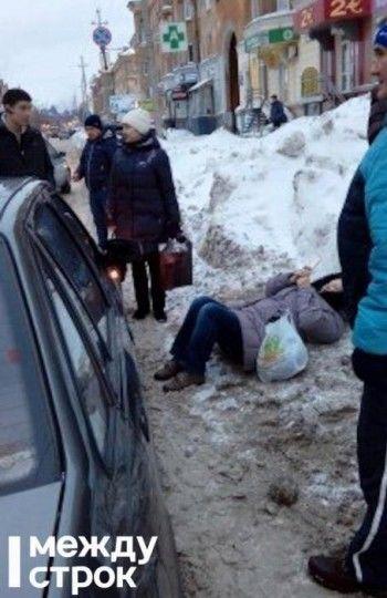 В центре Нижнего Тагила автомобиль такси сбил женщину