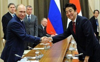 Премьер Японии призвал Путина «поставить точку» и заключить мирный договор по Курилам