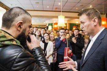 «Стабильность нищеты обеспечит кто угодно». Алексей Навальный – о достойной зарплате слесаря УВЗ, вечных крымских санкциях, «мафиозных понятиях» Путина и вероятности российского майдана. Интервью АН «Между строк»