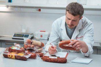 Роспотребнадзор забраковал почти две тонны мясной продукции из свердловских магазинов