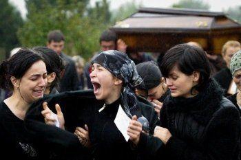 Траурные мероприятия в Беслане обернулись акцией протеста и задержанием журналистов