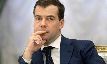 Дмитрий Медведев объяснил низкие зарплаты учителей их личным выбором. «Если хочется деньги зарабатывать, есть места, где это можно сделать быстрее и лучше»