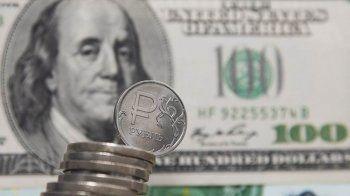 Центробанк опустил курс доллара на завтра почти на три рубля