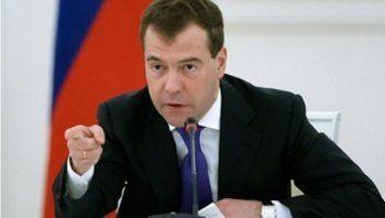 Медведев уволит каждого десятого чиновника