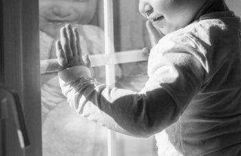 В Екатеринбурге двухлетний ребёнок выжил после падения с 10-го этажа