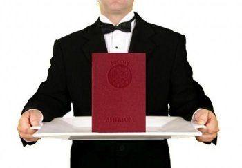 Минобороны предложило ограничить выезд за границу выпускникам с красным дипломом