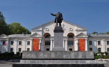 Жителю Первоуральска вынесли приговор за оторванную голову памятника Ленину