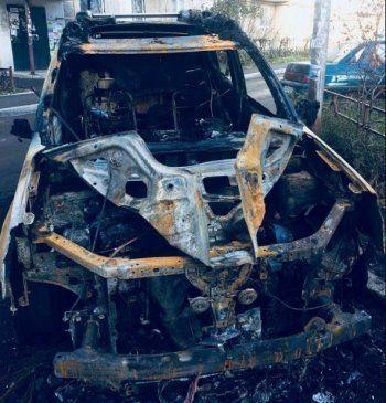 В Нижнем Тагиле ночью сожгли Nissan X-Trail (ВИДЕО)