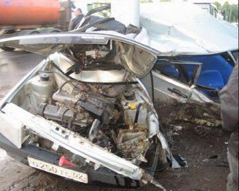 Ночной дрифт на Вагонке закончился аварией (ВИДЕО)
