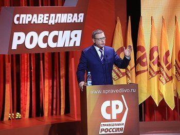 Лидер «Справедливой России» Александр Бурков заявил о готовности объединиться с КПРФ и поздравил оппонентов с победой