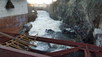 В Нижней Туре пьяный водитель врезался в ограждение моста и улетел в водоём (ВИДЕО)