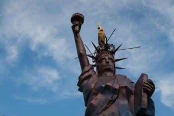 Чиновники проверят законность установки статуи Свободы в Нижнем Тагиле
