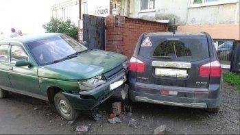 Под Нижним Тагилом женщина-водитель сбила двух мужчин