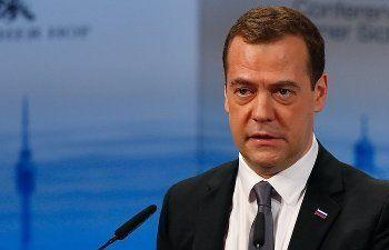 Медведев потребовал привести улицы городов в достойный вид за пять лет