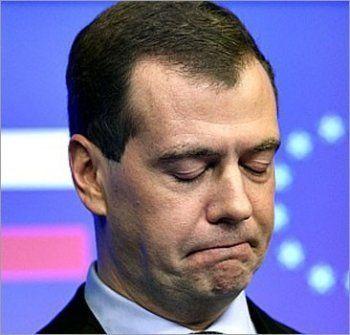 Депутат Госдумы предложил снизить зарплату Медведева до прожиточного минимума
