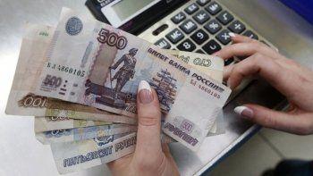 Роструд запретил привязку зарплат к доллару