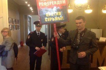 Депутатов гордумы Асбеста задержала полиция из-за протестной акции
