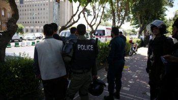 Террористы проникли в парламент Ирана, переодевшись в женскую одежду