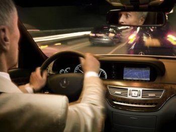 Водителей защитят от отвлекающих билбордов с моделями в нижнем белье