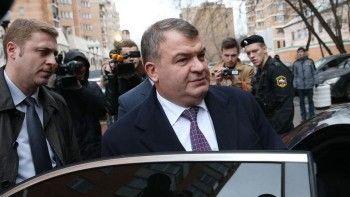 Сердюков стал управляющим в доме Васильевой