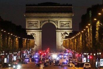 В центре Парижа в перестрелке погиб полицейский