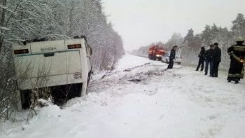 Под Екатеринбургом перевернулся пассажирский автобус