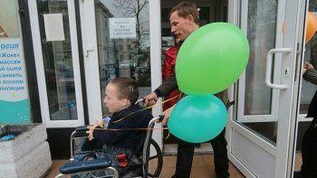 Детям-сиротам с инвалидностью разрешат жить в интернатах до 23 лет